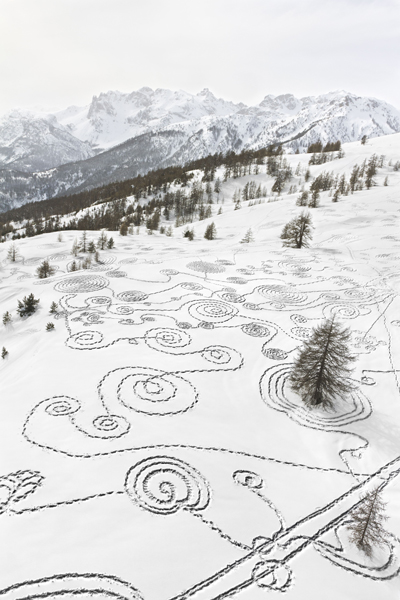 hinrichsen-snow-drawing-briancon-france